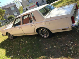 Lincoln Continental Town Car Excellent Condition