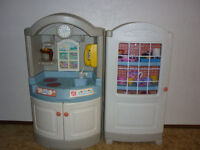 Little Tikes Step 2 Kitchenette and China Cabinet/Pantry