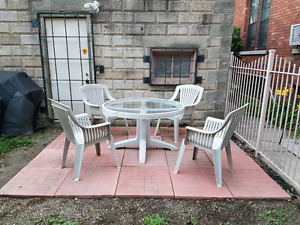 Round Glass Patio Table and Chairs       NEWW PRICE!!!