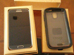 Samsung S4  In Mint Shape + Otter Box