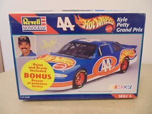 Revell # 44 Hot wheels Kyle Petty's Grand Prix 1/24 Plastic Mode