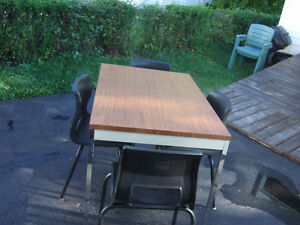 Table with 4 chair's only $30