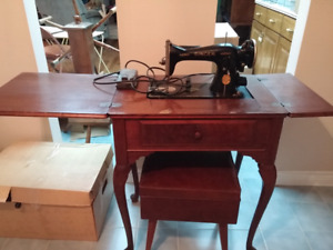 Antique Singer sewing machine in Table.