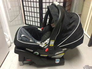 Graco Click Connect 35 Snug Ride Infant Car Seat and Base