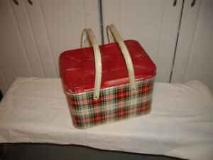2 VINTAGE METAL PICNIC BASKET (55$ FOR BOTH)