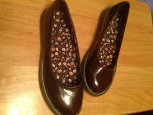 Women's Size 7 & 71/2 Shoes - NEVER WORN
