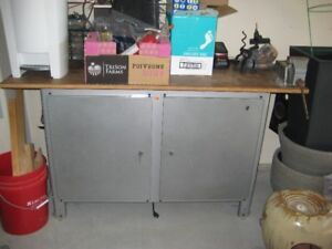work bench and tool cabinet (with drawers) Vice included