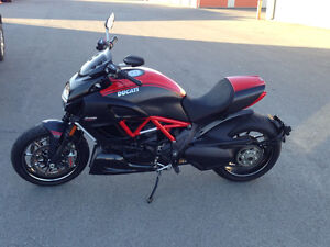 Ducati Diavel Carbon Rouge, 4480 Km Seulement