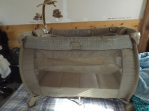 Eddie Bauer  Pack n Play Playpen