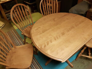 Double drop-leaf table with 4 chairs