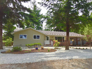 *NEW LISTING* Refreshed Rancher in Qualicum Woods