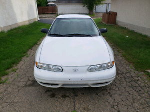 Clean 2004 oldsmobile with 170000km