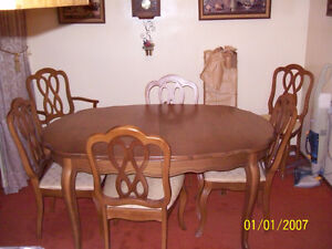 Complete Beautiful Dining Set with Full China Cabinet! Windsor Region Ontario image 1