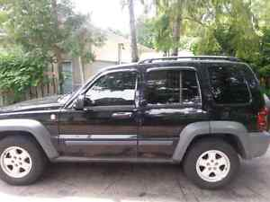 Jeep liberty 2005 great condition e test and safetied Windsor Region Ontario image 2