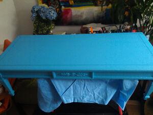 Table grise : Elle tire en longueur… West Island Greater Montréal image 3