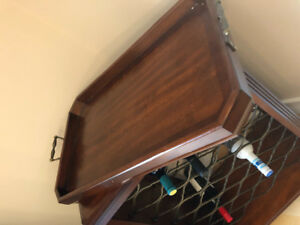 Solid wood wine rack and serving tray in excellent condition