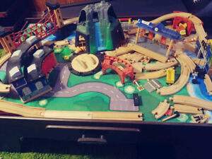 ► Imaginarium Mountain Rock Wooden Train Table Set