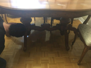 Absolute Mint Condition Dining Table and Chairs