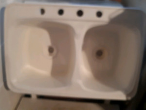 Double portion kitchen sink 20 by 30 no plugs