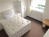 All bills included for a spacious double room in Canary Wharf