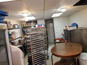 Pastry for sale with all the equipment and very low rent.