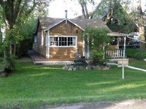 Sylvan Lake cottage for sale