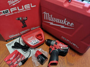 Milwaukee M12 FUEL 2504 Drill Kit + charger + battery (NEW/NEUF)