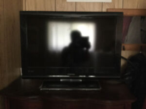 4 LCD TV for sale