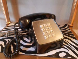Retro COOL Telephone