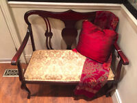 1325: Elegant Queen and Style Antique Bench