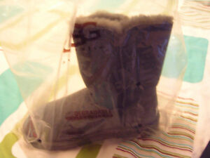 UGG Australia Bailey Button in Grey Size 5 Regina Regina Area image 5