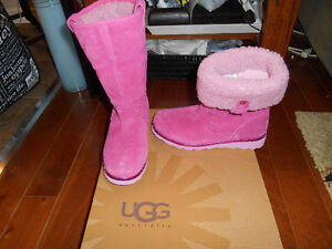 Girls size 4 or ladies size 5.5-6 UGGS