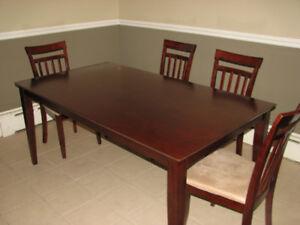 Table de salle à manger. Faites une offre!
