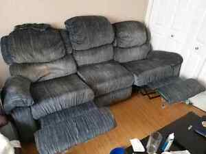 Couch with recliner syle ends
