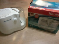 Honeywell Cool Moiture Humidifer for sale