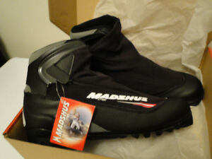 Brand New Men's Cross Country Ski Boots size11.5
