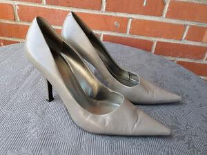Chaussures à talons .