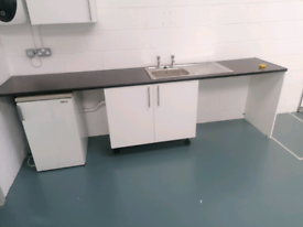 Kitchen counter unit with sink