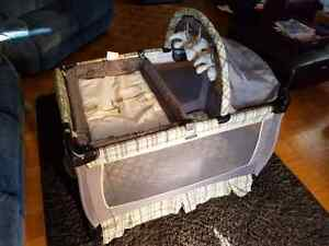 Graco playpen with change table  excellent Kitchener / Waterloo Kitchener Area image 7