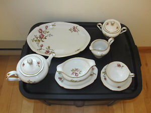 beautiful 52 piece dinnerware set