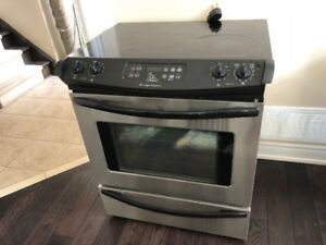 (Urgent) Slide-in stove for sale (Used)