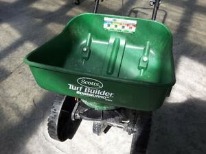 Scotts Turf Builder EdgeGuard® Mini Broadcast Spreader