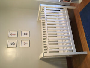 Pottery Barn Kendall Crib - white
