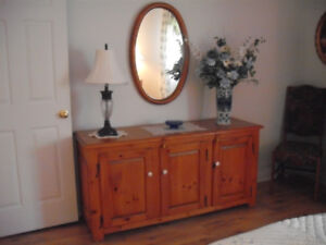 Bureau, commode en pin avec miroir Le Bahutier impeccable