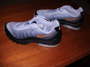 Brand New Size 12 Women's Nike Air