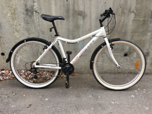 Ladies white-n-pink commuter w/fenders like NEW condition!e