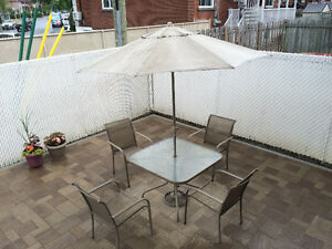 PATIO SET 4 CHAIRS-TABLE AND UMBRELLA