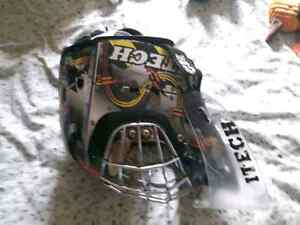 Goal tender mask and neck protector Kitchener / Waterloo Kitchener Area image 3