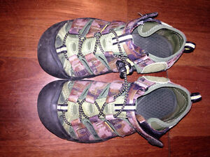 Keen - Size 2 (youth) Sandals - Camo coloured