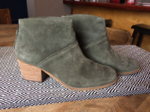 TOMS Leila Bootie Size 9